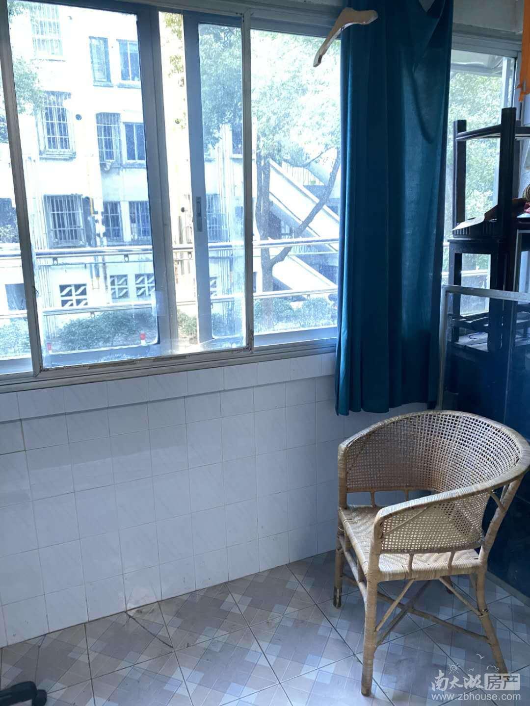 C421本店出租华丰二期车库上一楼74平2室2厅中等装修家电齐全1600元/月