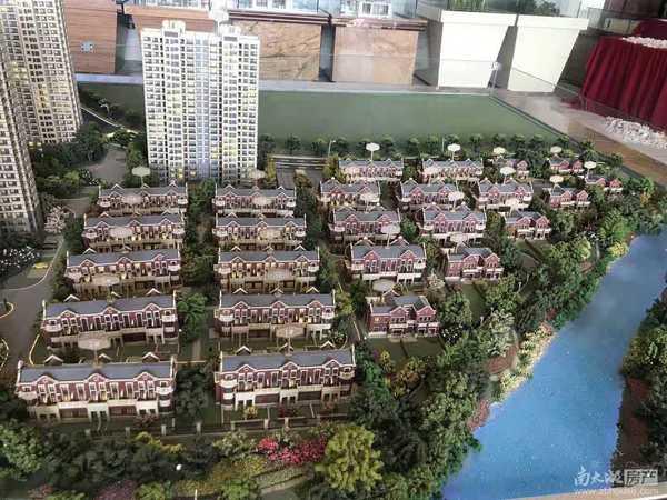 佳源都市准现房127方排屋中间套,四房三厅三卫,抄底价220万,包二税