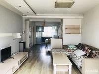 出租凤凰范围2室2厅1卫,适合一家人居住,家具家电齐全,拎包即住,看房方便有钥匙