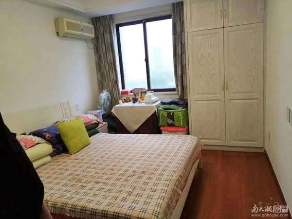 出售:巴黎春天,9楼,129平,三室两厅一卫一衣帽间