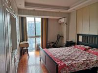 百盛国际精装三室两厅102平130万