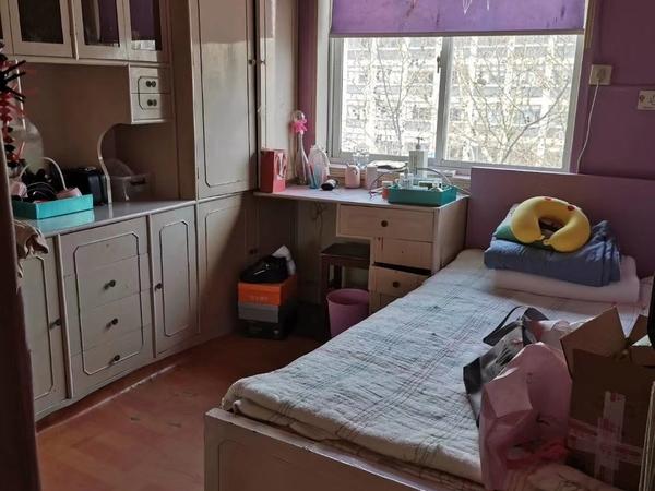 三室一厅,简装,车库合用