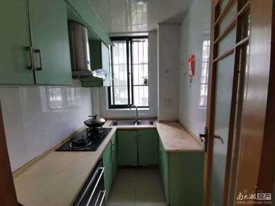 米兰花园4楼68.2方,居家精装两室一厅,拧包入住,租金1900元每月