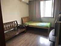 月河小区5楼非顶 三室室一厅 中等装修 满两年