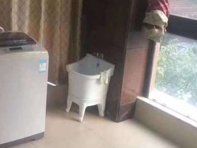 独家:骏明国际2楼一室一厅精装2200/月