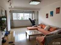 凤凰德申苑小区二楼,三房二厅一卫,整洁干净精装,采光好。2600一个月