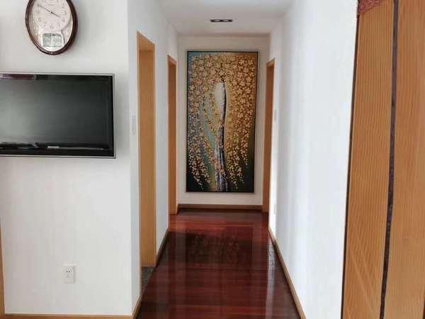 金宸花园2楼 126平 三室二厅二卫 精装 南北阳台 220万