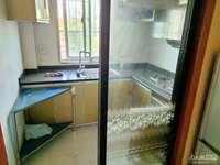 吉山4村4楼50平方一室半精装修家电齐全1300元有钥匙