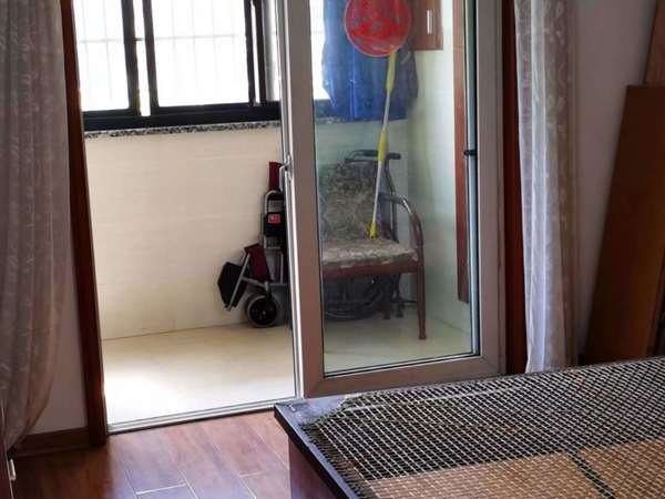 泰和家园车库上1楼70.52平二室良装99万