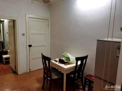 市陌西区3楼良装1.5室1厅家电齐1300/月