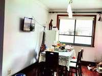本店出售,明都锦绣苑2楼,131平。三室两厅,一个储藏室,一个卫生间