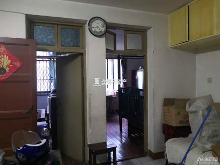 湖东小区 2室1厅 车库上1楼 毛坯 满五年