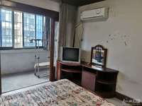 湖东小区,简装,一室半一厅,室内干净明亮可拎包入住