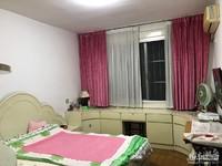 市陌西区2楼 两室半 良装 满两年 车库合用 目前出租中
