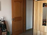 江南华苑单身公寓,朝南中间楼层,满两年。