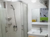 华丰二期 二室一厅 60平 良装 空,热,彩,冰,洗,床,家具 1600元
