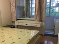 紫云小区,一室半一厅,中等装修,满二年,价65万未占学籍.13757298442