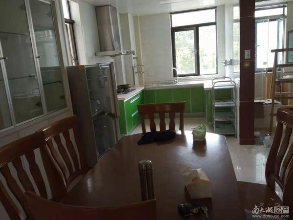太湖阳光假日 桂雨居 2 楼 3 室二厅二卫 精装3100月