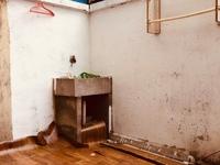 C682出租市陌西区一楼带院子47平院子15平左右空调热水器900元/月半年一付