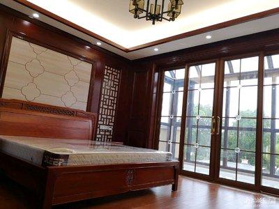 太湖边稀缺别墅边套急售 送三面花园150平 带产权车位两个 豪华双层地下室