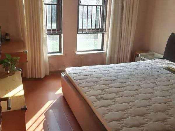 山水华府 二室二厅 88平 良装 空,热,彩,冰,洗,床,家具 1800元