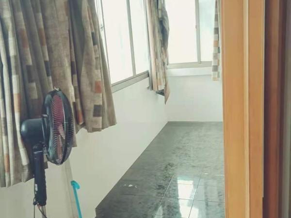 美都花园 三室二厅 105平 良装 部分家电家具 车库独立 146.8万