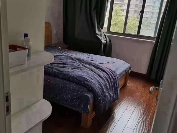 精装 二室半二厅 阳光好 无遮挡 带地下储藏室