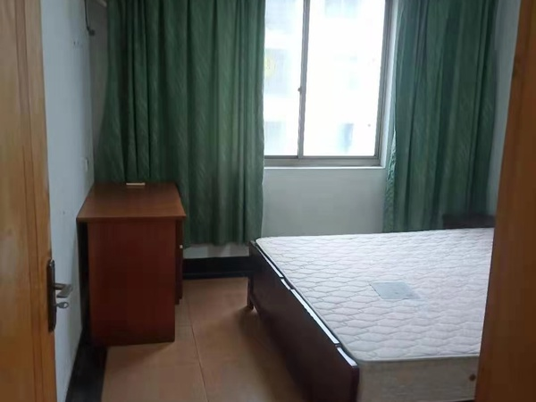 3488 3室2厅1卫 110方 家电家具齐全 有车位