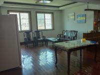海锦花园155平方,5楼,全屋实木地板,家电齐全,南北通透交通便利售180万