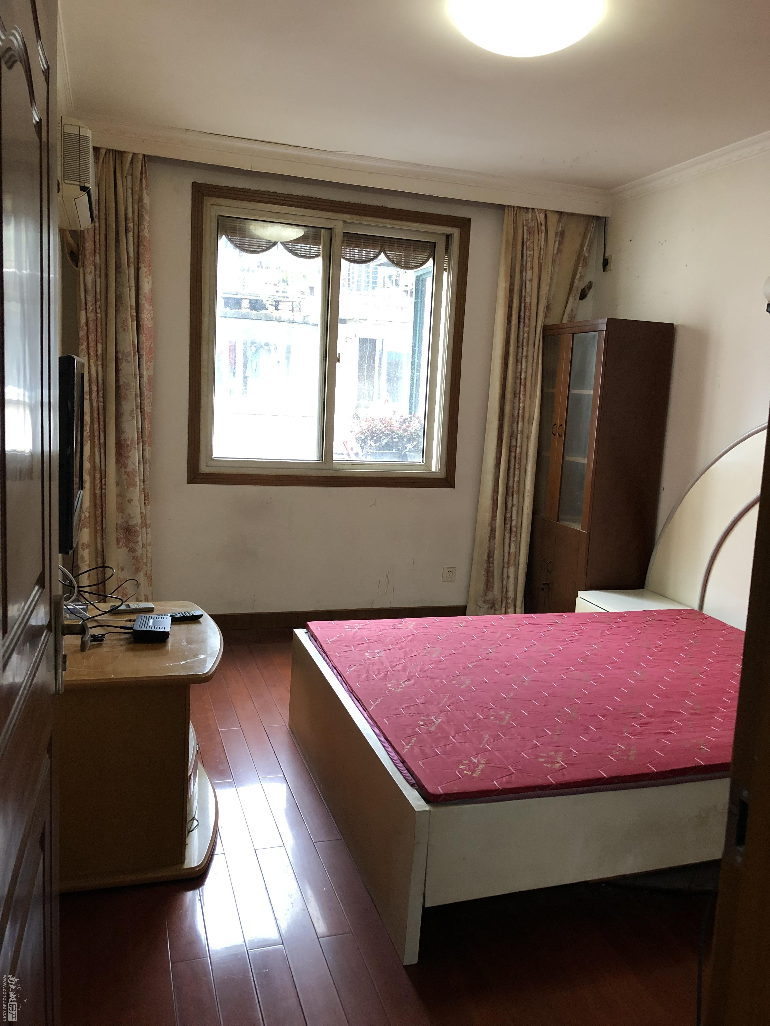 马军巷小区4楼空3,热,彩3,冰,洗家具家电齐全.可以免费停一辆车。员工宿舍不租