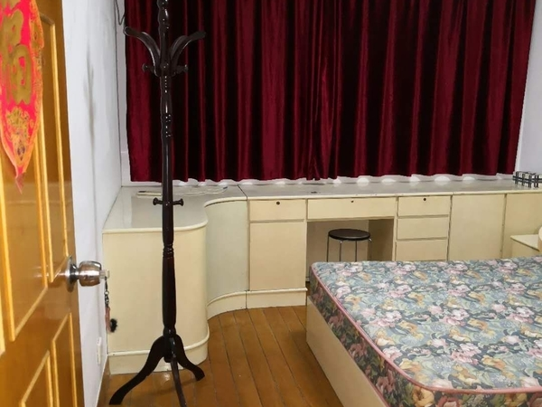 金泉花园2楼精装两室朝南,空调2台 ,热水器 和 油烟机都是新的淋浴房也是新装的