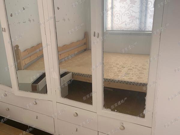凤凰二村3楼61.76平,简单装修两室两厅,满两年,83.8万