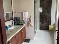 星海名城5楼带阁精装 部分家电家具 车库独立 两个套房 1个房间看房方便