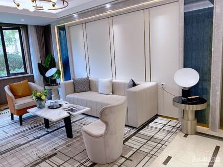 凤凰板块 滨江国际 内部特价房源 精装四室 只需120万 现在来电还送五年物业!