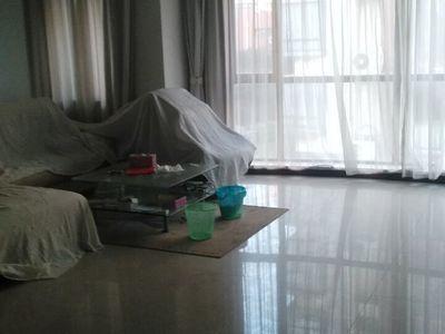 星海名城 三室二厅 138平 精装 部分家电家具 186万