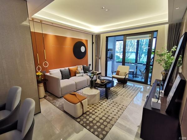 大城首府 西南黄金位置 内部特价现房 98平精装修 总价只需105万!随时看房