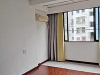 租3727 湖东小区 1楼 2室1厅 精装 家电齐全 天然气开通 1600元