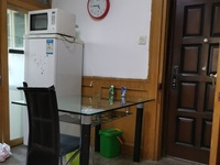金泉花园 三室一厅 62平 精装 空2,热,彩,冰,洗,床,家具 1750元