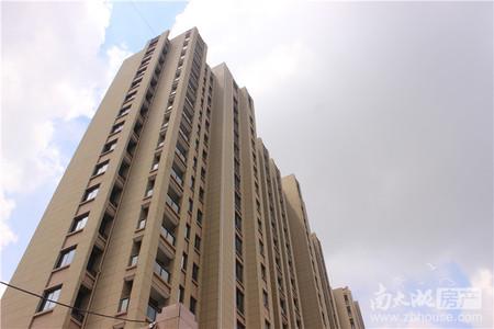 5楼带阁楼 楼下面积100方 楼上47方 单价便宜
