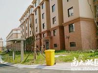出售浮玉花园电梯房11楼,面积136平,全新毛胚带一个产权车位没报价142万