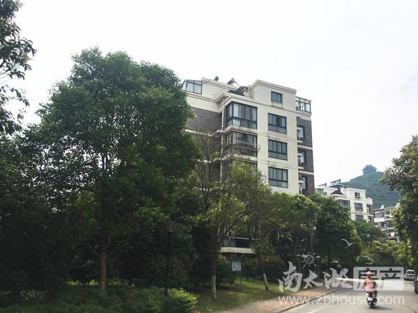 出售: 中大绿色 4楼108.5方 良好装修 三室两厅两卫,