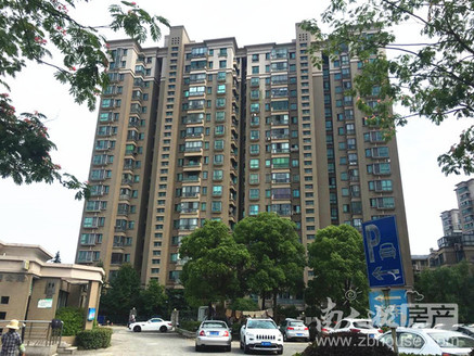 天盛花园1 29楼136平精装修三室两厅368万,满五