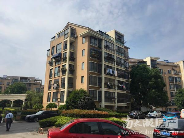 城市之心 1楼 132平米 三室二厅 精装 车库10 2年外 180万