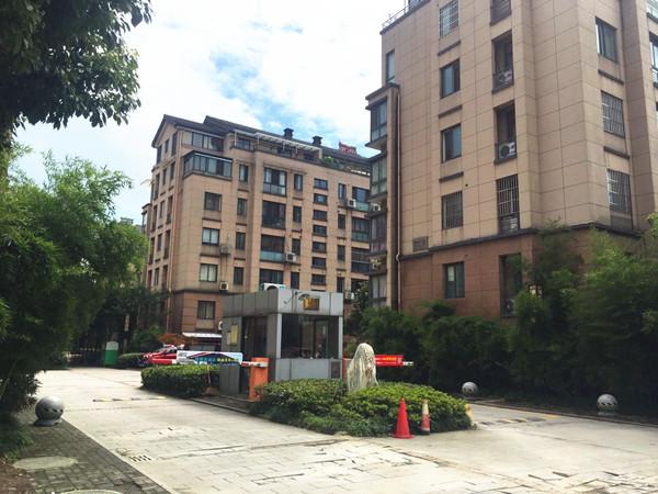 剑桥名门跃层,产证183平,3阳台1露台,家具家电齐全,汽车库另售30万