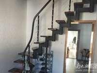 华丰一期5带阁楼,53.11平米,车独立,良装,三室二厅一露台