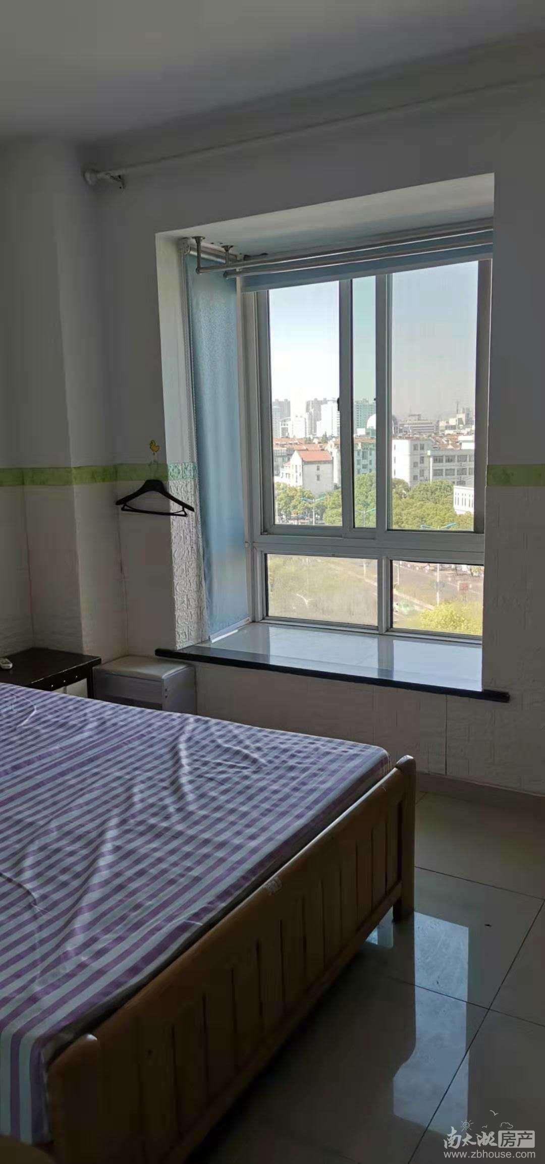 出租江南华苑1室1厅1卫45平米1600元/月住宅