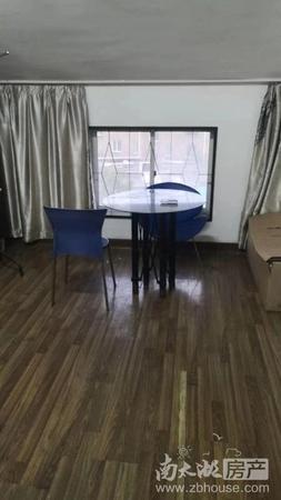 出售:河畔居二期朝南单身公寓,带朝南一露台一个。