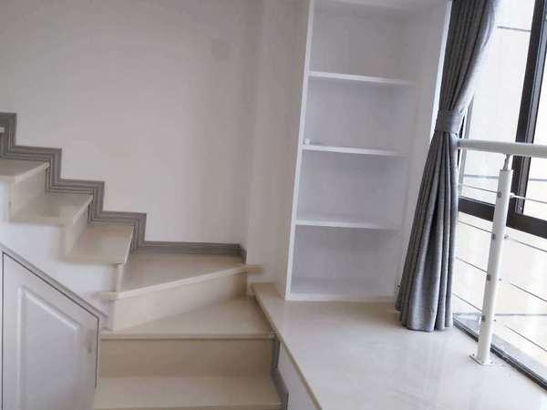 1763本店出售翰林世家单身公寓22楼 loft户型49平精装修报价92万满2年