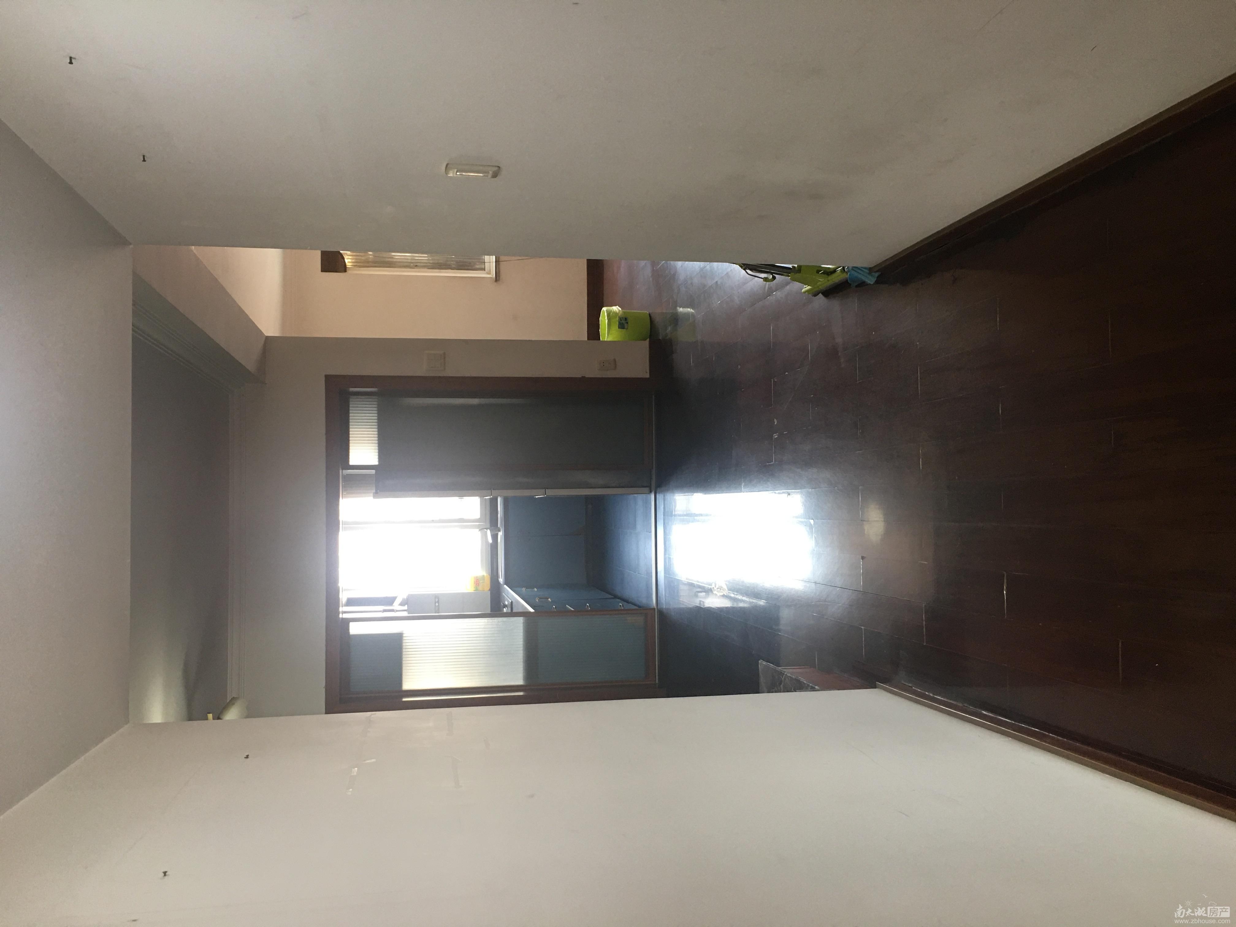 出租宏基花园8楼三室二厅140平居家装修空调4台热水器固定家具3200元月有钥匙