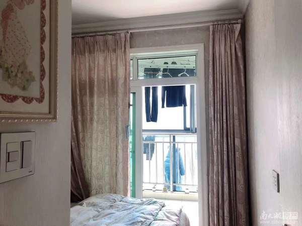 望湖花园三室朝南 自住较好装修边套带双阳台 满两年